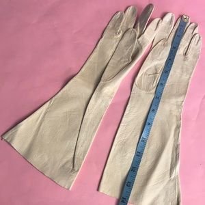 Vintage Accessories - Vintage light cream leather long gloves